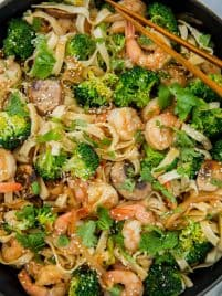 shrimp lo mein in a skillet