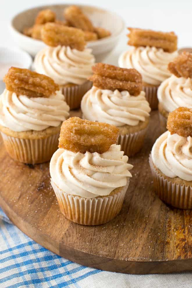 vanilla cinnamon sugar cupcakes with cream cheese frosting